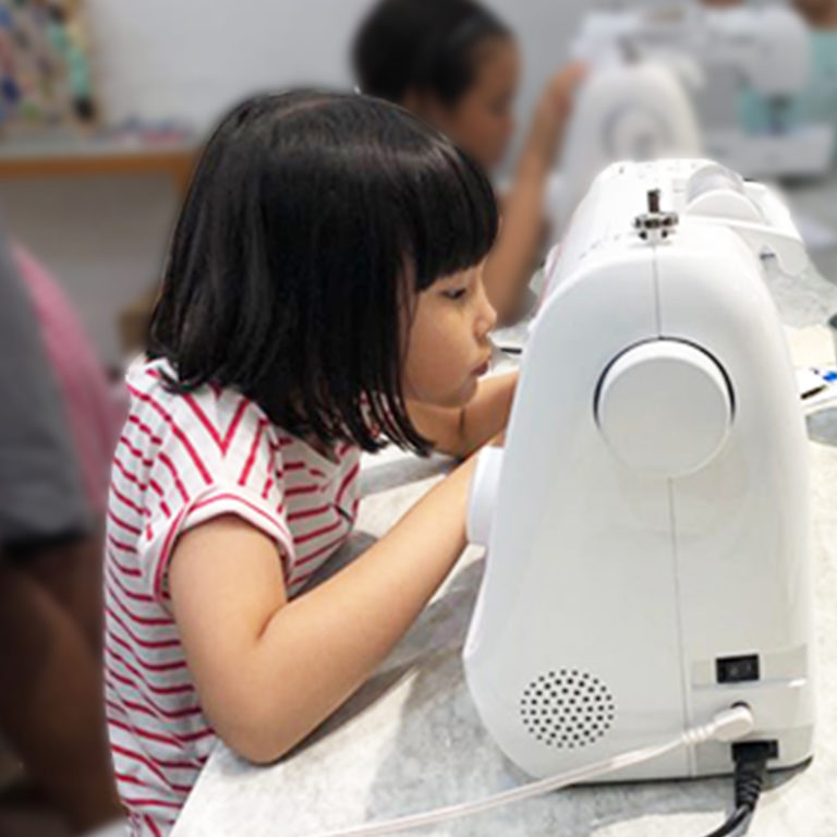 FashionMakerSpace - Child Sewing Machine 2