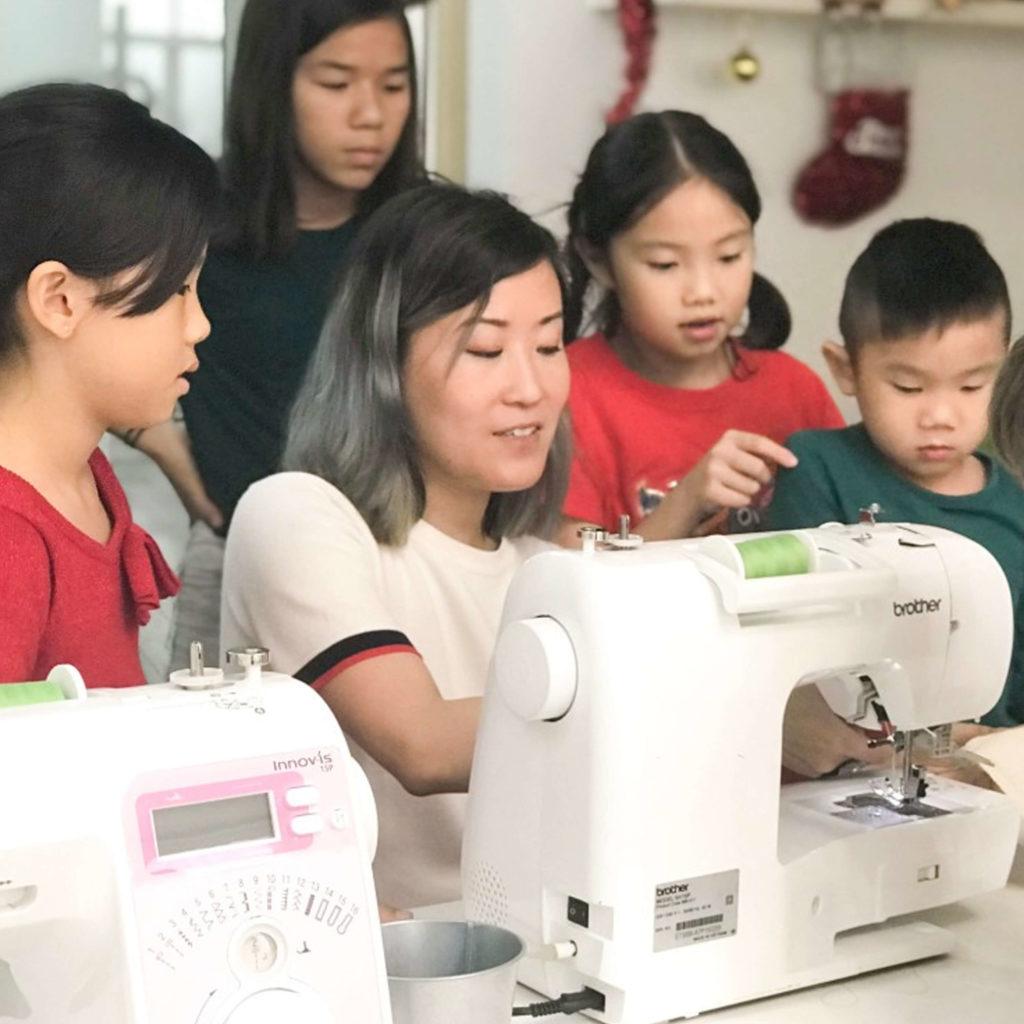 PositiveLeePeilin - Grinch Workshop Sewing Machine