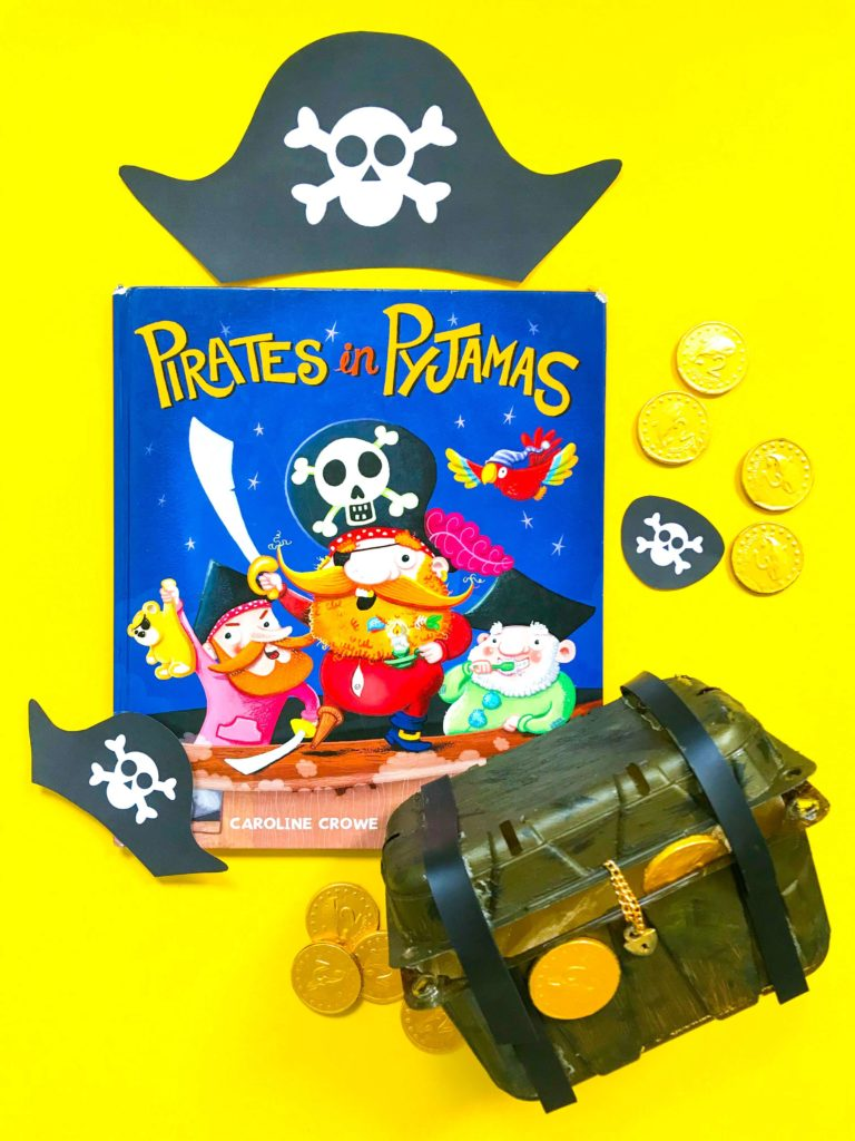 Positive Lee Peilin's Books about Pirates and Treasure Chest
