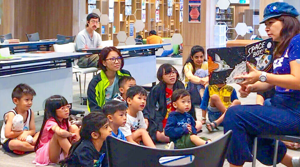 Peilin storytelling at National Library